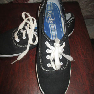 Women's Size 7 Classic Ked's  Black Canvas Lace-up